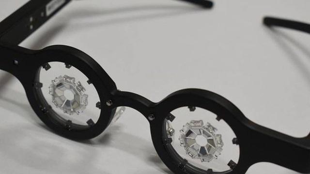 Xuất hiện kính thông minh đeo 1 giờ/ngày giúp chữa cận thị