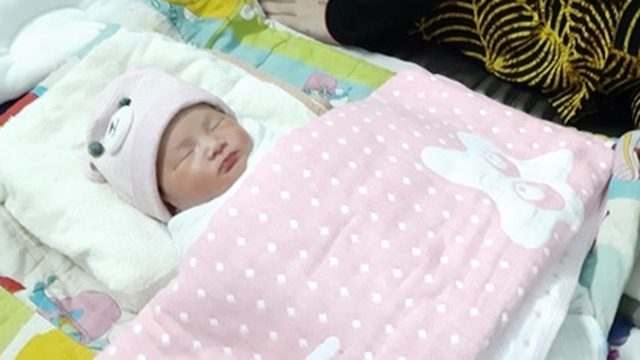 Em bé được sinh ra trên tàu cao tốc có tên Lê Hoàng Xuân Mai
