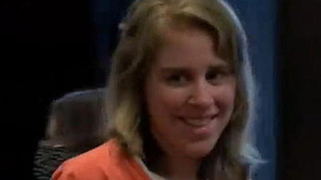 Người phụ nữ cười tươi trên tòa tưởng bình tĩnh hóa ra là 'quỷ dữ' cùng tội ác gây ớn lạnh với đứa bé 4 tuổi