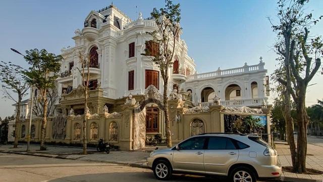 Choáng ngợp loạt biệt thự cổ điển, lâu đài vài chục tỷ của đại gia Việt