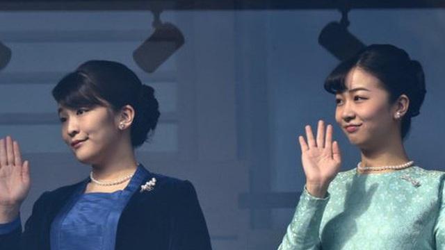 """""""Cô em gái trái ngược"""" của Công chúa Mako trả lời đầy ẩn ý khi bị hỏi về đám cưới gây tranh cãi của chị gái cùng hôn phu thường dân"""