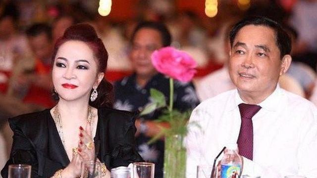"""Giữa ồn ào kiện nghệ sĩ, vợ chồng CEO Phương Hằng có hành động nhận """"mưa"""" khen ngợi"""