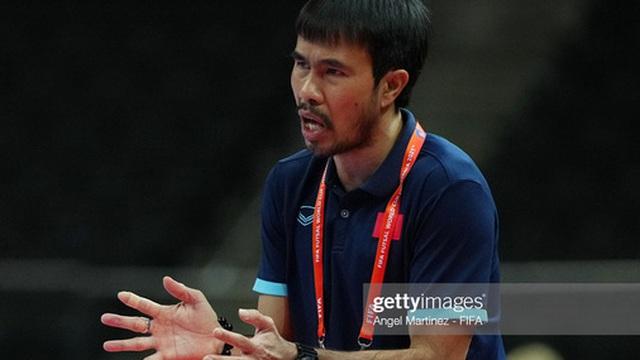HLV trưởng futsal Việt Nam âm tính với Covid-19, được FIFA lo vé trở về nước