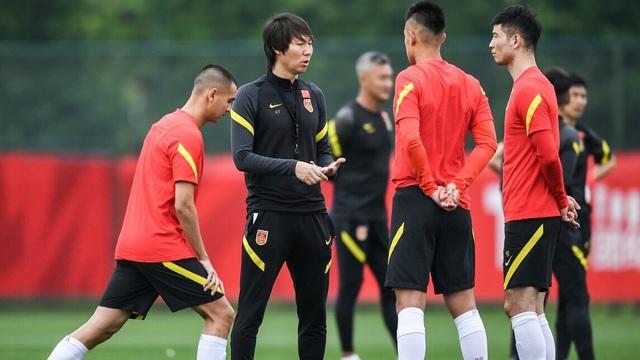 """Bóng đá Trung Quốc nhận """"tin xấu nhất"""", gặp cảnh éo le hiếm có sau trận thắng ĐT Việt Nam"""