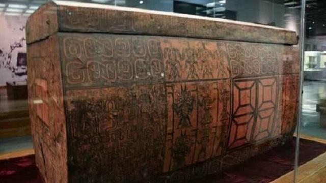Khai quật mộ cổ chứa ngàn báu vật, sững sờ thấy hài cốt 21 mỹ nhân cạnh cỗ quan tài kỳ dị