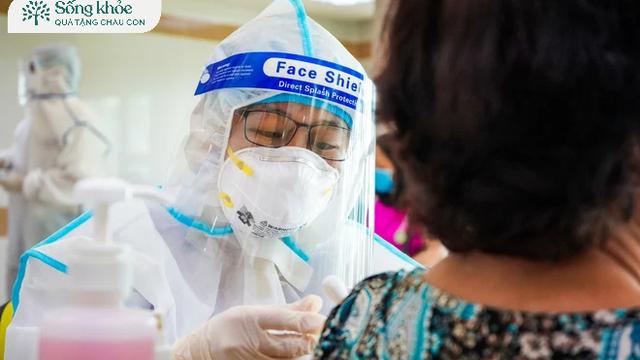 Những phản ứng nguy cấp khi người cao tuổi tiêm vaccine: Nếu gặp cần tới bệnh viện ngay!