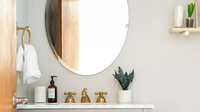 Phòng tắm nhỏ thế nào trông cũng vẫn sang trọng nếu áp dụng mấy mẹo đánh lừa thị giác này