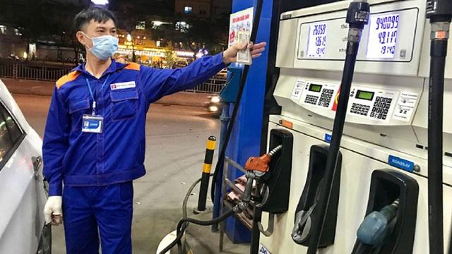 Lên cao kỷ lục 7 năm, giá xăng của Việt Nam đang ở đâu trên bản đồ thế giới?