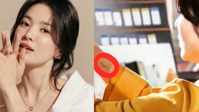 Song Hye Kyo bất ngờ để lộ 'tha thu': Nữ thần trong làng gái ngoan ngày nào giờ đã lột xác táo bạo rồi?