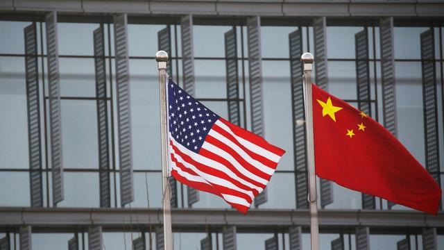 """Tiếp tục dùng """"cây gậy và củ cà rốt"""" với Trung Quốc, Biden sẽ không khác Trump?"""