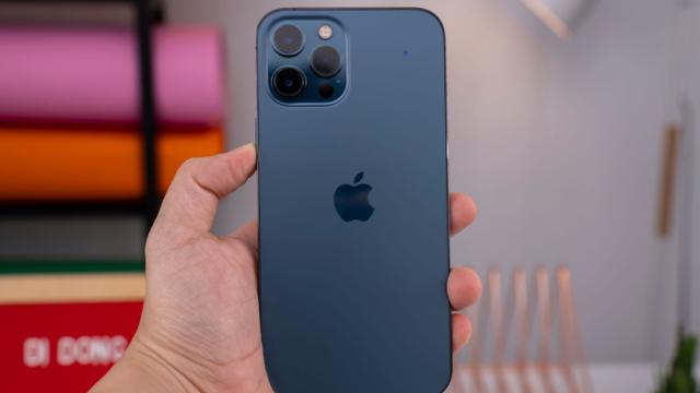 """iPhone 12 và iPhone 12 Pro Max hạ giá """"sốc"""", trước thềm iPhone 13 mở bán"""