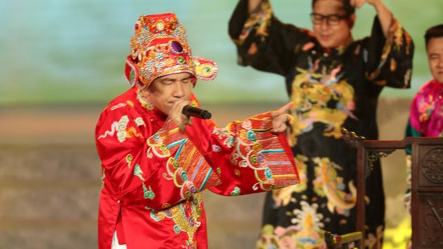 """Táo Kinh tế Quang Thắng bắn rap """"trói em bằng tiền bạc, làm thiên đình kinh ngạc"""""""