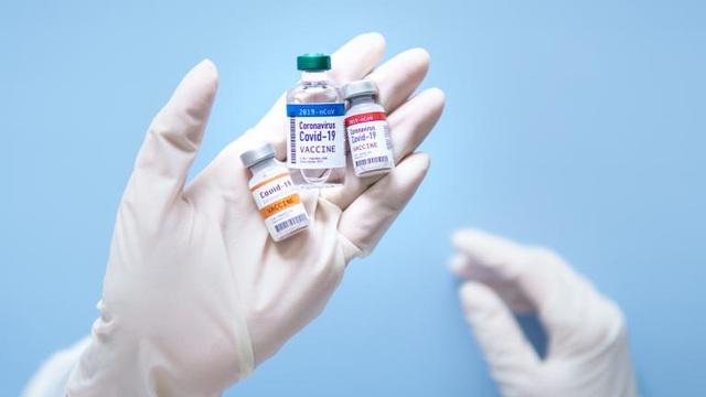 So sánh 3 loại vắc xin Covid-19 nổi tiếng đang chạy đua: Giá tiền, điều kiện bảo quản và diễn biến mới nhất