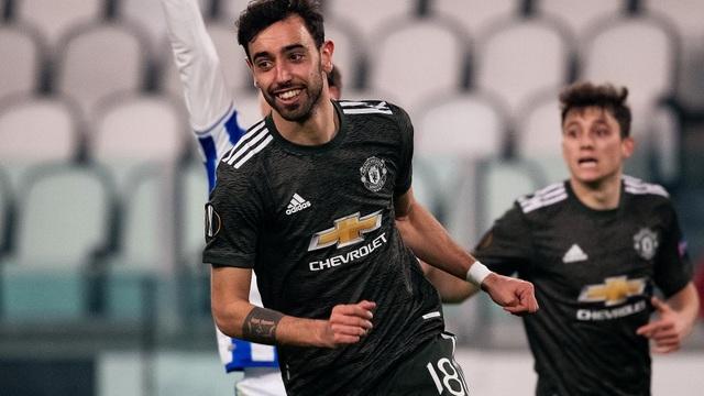 """Man United """"phá dớp"""" bằng cơn mưa bàn thắng; Gareth Bale mang nụ cười trở lại với Mourinho"""