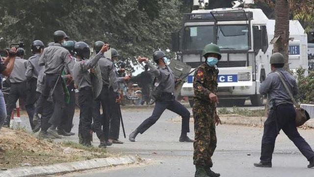 Biểu tình Myanmar: Cảnh sát nổ súng, 22 người thương vong