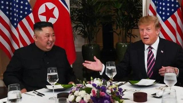 Bên lề Hội nghị Mỹ-Triều tại Hà Nội: Ông Trump mời ông Kim Jong-un về bằng Không lực 1