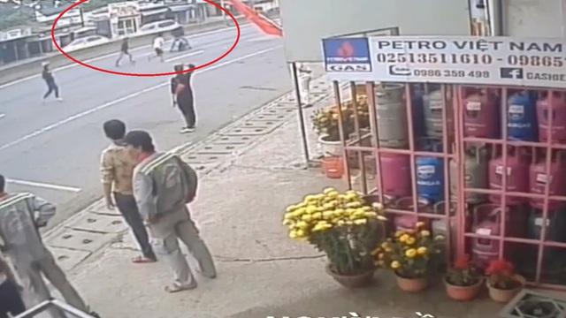 30 giây bị hôi mất 59 triệu đồng rơi trên đường, người phụ nữ đăng clip xin được trả lại