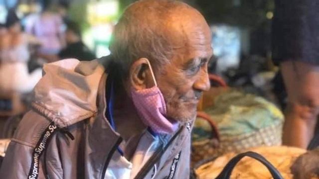 Ông lão miền Tây đêm khuya vẫn gắng bán nốt 200 ký xoài kiếm tiền chữa bệnh cho vợ: 'Còn sức, tôi còn lên Sài Gòn'