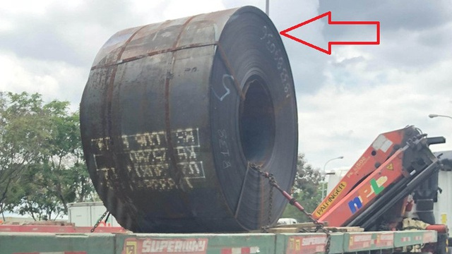 Tại sao chúng ta thường thấy cuộn thép đặt như thế này khi được chở trên xe?