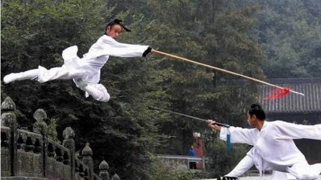 """Đệ nhất khinh công Trung Quốc: Mặc áo sắt 40kg suốt 3 năm, dễ dàng """"bay"""" qua tường"""
