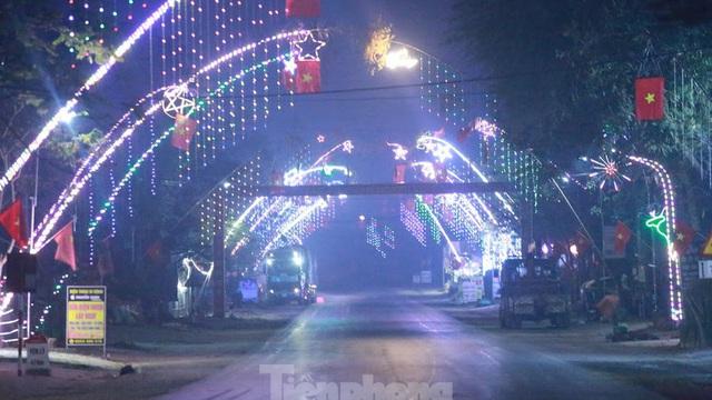 Rực sáng những 'cung đường nêu' đón Tết ở xứ Nghệ
