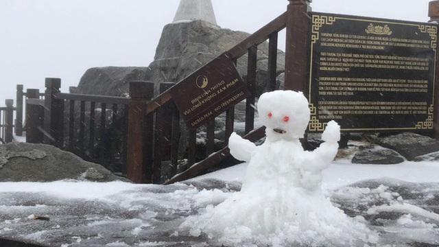 Nguyên nhân xuất hiện đợt  mưa tuyết hiếm gặp ở Fansipan