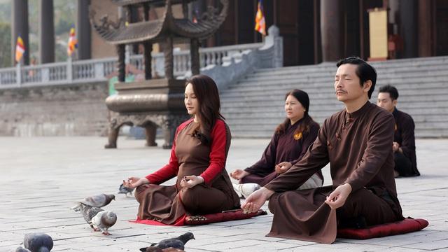 """NSND Trung Anh ngồi thiền cùng """"con gái"""" Bảo Thanh"""