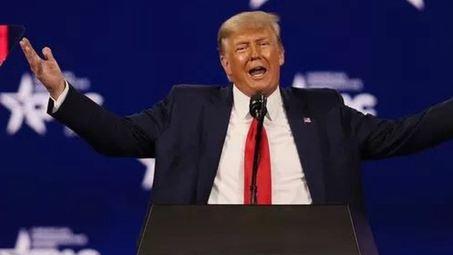 Trump tái xuất vũ đài chính trị: 'Cá mập đã ra khơi nhưng sẽ sớm quay lại'