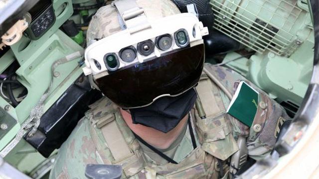 """""""Siêu kính bảo hộ"""" của bộ binh Mỹ khiến giới quân sự các nước khiếp đảm khi nhìn xuyên xe bọc thép"""