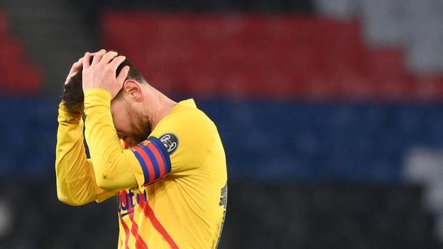Sút hỏng penalty, Messi ngậm ngùi theo bước Ronaldo sớm chia tay Champions League