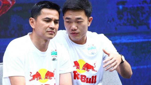 Báo Thái lo lắng khi Kiatisak 'hiến kế' cho bóng đá Việt Nam