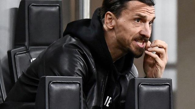 Thua Napoli ngay trên sân nhà, AC Milan hụt hơi trong cuộc đua vô địch Serie A