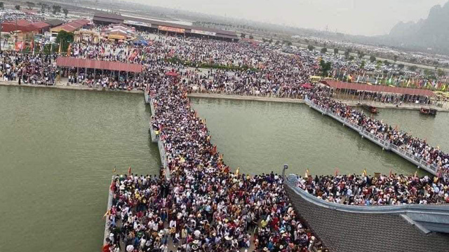 """Phó Trụ trì chùa Tam Chúc nói về việc """"biển người"""" đến chùa: Lượng người quá lớn nên chùa bị động, không trở tay kịp"""