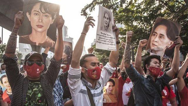 Myanmar: Phiên tòa xét xử bà Suu Kyi bất ngờ bị hoãn