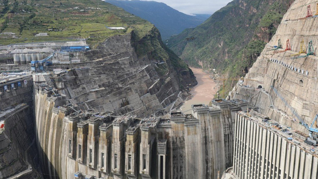 """TQ xây """"thần tốc"""" đập vòm lớn nhất thế giới: Thời gian xây chỉ bằng nửa đập Tam Hiệp, chất lượng ra sao?"""