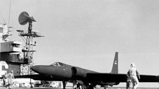 Mỹ từng triển khai máy bay do thám U-2 từ tàu sân bay