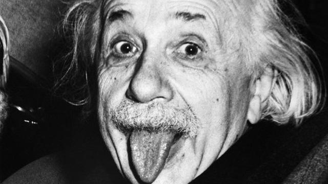 """Sự thực """"khó chịu"""" đằng sau bức ảnh thè lưỡi gây hài của Einstein: """"Thế là đủ rồi đấy!"""""""