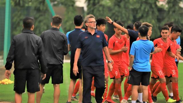 HLV Troussier: 'Tôi ấn tượng với 2 cầu thủ U18 Việt Nam'