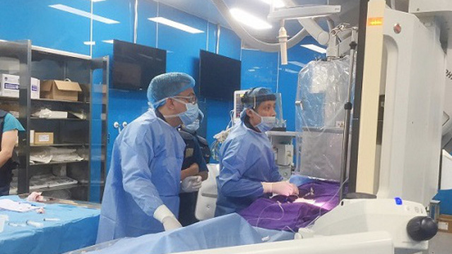 Ra viện được 1 tuần, sản phụ chảy máu sau sinh phải cấp cứu