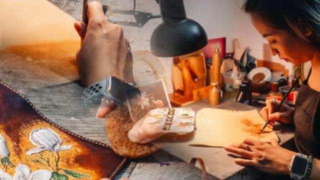 Bỏ công việc thiết kế, cô gái Hà Nội bắt đầu sự nghiệp điêu khắc 'kỳ lạ' từ... miếng da vụn được cho