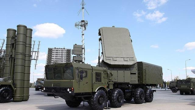 """Vì sao Mỹ """"ngán"""" hệ thống phòng không S-400 của Nga?"""