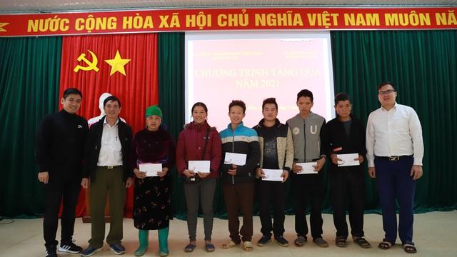 Sẻ chia với 800 hộ nghèo và tri ân mảnh đất Vị Xuyên