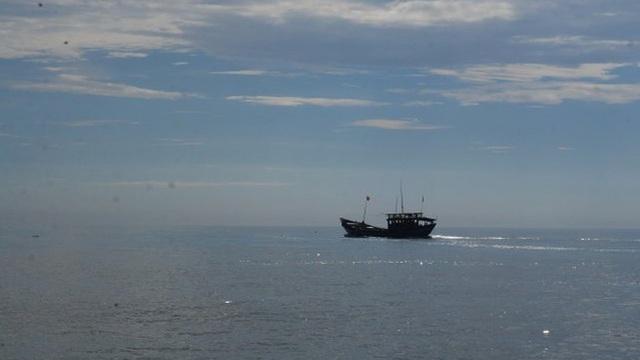 """Tàu hàng """"khủng"""" đâm chìm tàu cá ngư dân Quảng Bình rồi bỏ chạy"""