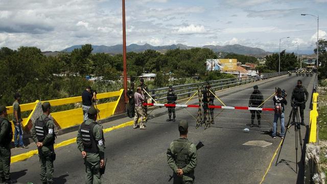 """Venezuela ra """"cảnh báo đỏ"""" về nguy cơ chiến tranh biên giới với Colombia"""