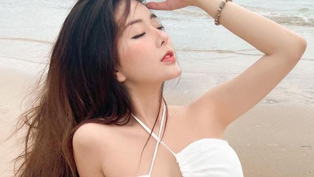 """""""Nữ thần học đường"""" nổi nhất Sài Gòn một thời chào tuổi 20 bằng bộ ảnh nhìn muốn gãy cả lưng"""