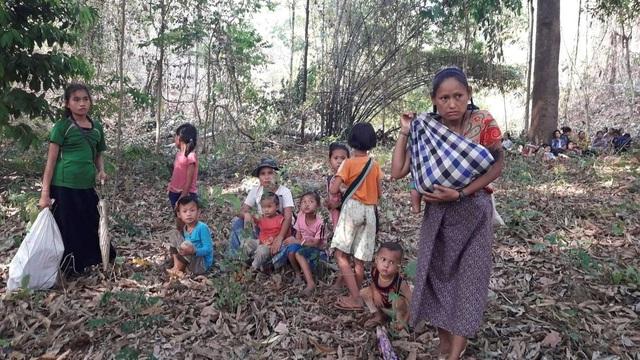 CNN: Lần đầu bị không kích trong 20 năm, hàng nghìn người Myanmar bỏ nhà, trốn vào rừng