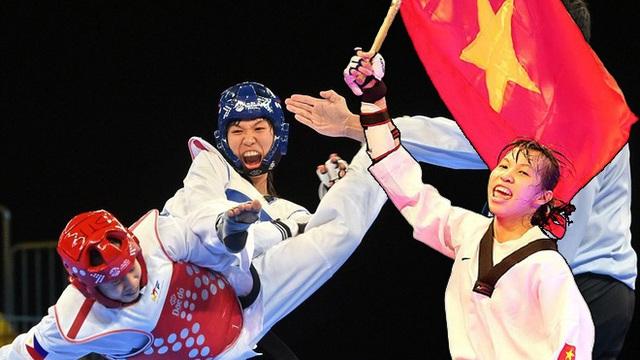 Cô gái Việt khiến võ sĩ Thái Lan ôm hận & lần gây sốc ở giải Vô địch Thế giới