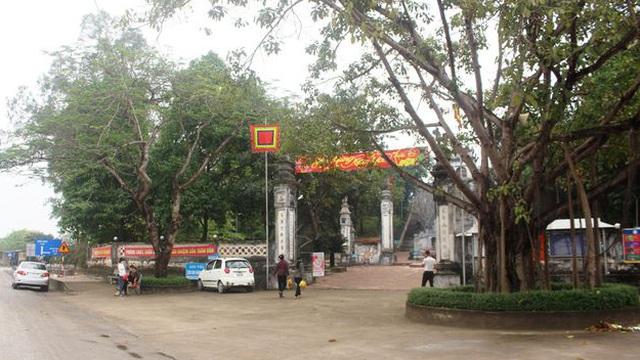 Người phụ nữ cởi đồ, chửi bới trước cổng đền ở Nghệ An có thể bị phạt như thế nào?
