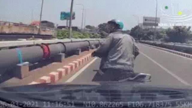 [Nóng] Gặp chủ ô tô Mercedes tặng tiền, tặng xe máy cho người đi ẩu tạt đầu xe mình ở TP.HCM