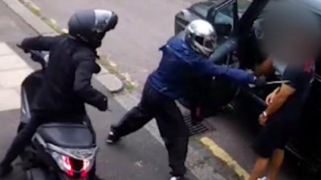 Nhóm cướp dùng hung khí tấn công bộ đôi sao Arsenal lĩnh án hơn 100 năm tù